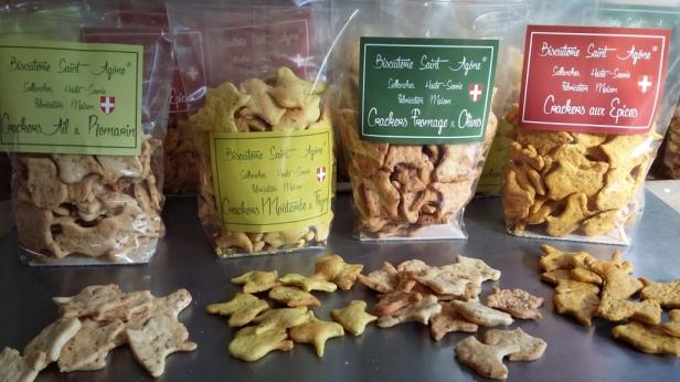 Crackers en sachet tenant debout