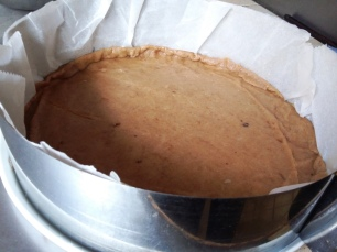 Moule foncé avec la base croustillante prête à cuire